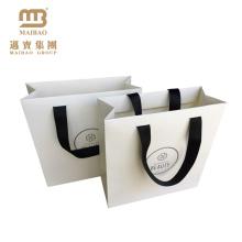 Fábrica al por mayor de lujo blanco laminación mate compras diseño de impresión de encargo bolsas de papel de etiqueta privada