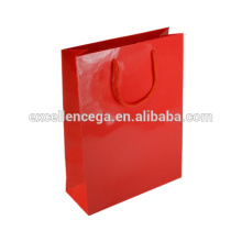 Saco de papel vermelho lindo