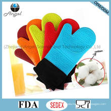 Hot Sale Longer and Thicker Silicone Kitchen Cooking Glove Sg08