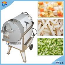 Petit découpage industriel de morceaux de pommes chips de coupe en tranches faisant la machine