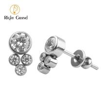 Right Grand ASTM F136 Titanium Body Jewelry Piercing Titanium Bezel Set CZ Earring Stud