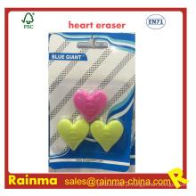 Borracha de forma de coração com logotipo em relevo