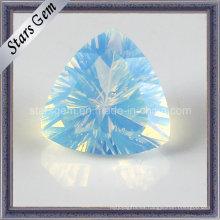 Hermoso triángulo de forma trillante Millennium Cut Opal Glass