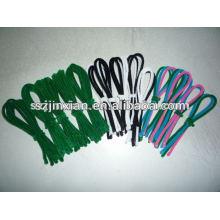 зеленый мохнатый шнур уборщика трубы