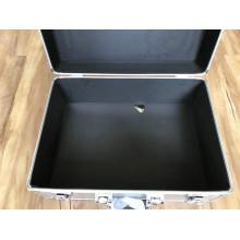 Boîte en alliage d'aluminium avec insert en mousse éponge