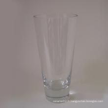 Vase en verre transparent en forme de V