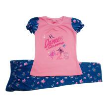 El traje de los niños de la niña de verano en la ropa de los niños