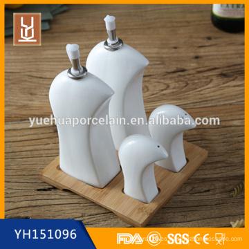 Sal de cerámica y pimienta, aceite y vinagre cruet dispensador conjunto con soporte de bambú