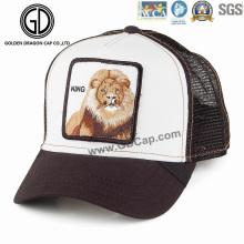 Tampão de moda por atacado Leão Embroidery Badge Trucker Hat with Mesh