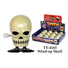 Enrolle o brinquedo do crânio