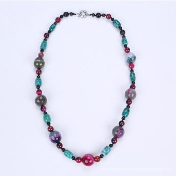 L'agate coloré au collier coloré le plus récent