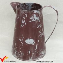 Beunruhigter Weinlese-Metall-französischer Art-Topf-Wasser kann