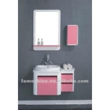 Розовый шкаф для ванной комнаты
