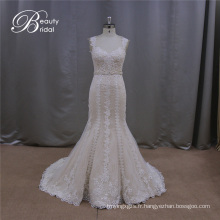 Belle robe de mariée à la main couleur champagne