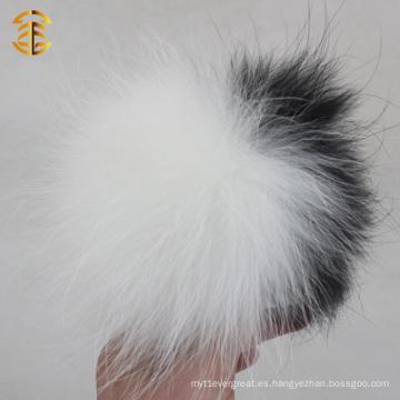 Clásico blanco y negro genuino bola de piel de mapache