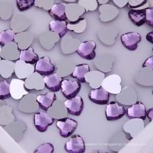 Pierre acrylique à fond plat en forme de cœur violet