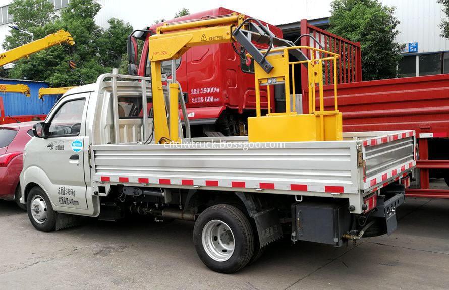 small crane truck 1