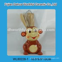 Soporte para utensilios de cocina de cerámica con forma de mono