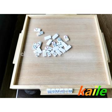 Mesa de dominó de madera