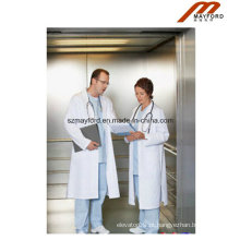 Elevador grande da cama de espaço com paciente médico