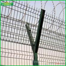 Своевременная отгрузка за забором безопасности в аэропорту