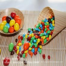 Beste Schokoladenverteiler rote und blaue Schokoladenbohnen