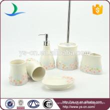 Accesorio al por mayor del cuarto de baño de la cerámica con la flor rosada del ciruelo