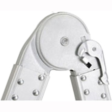 небольшой алюминиевый шарнир, используемый на многоцелевых лестницах / принадлежностях для лестниц