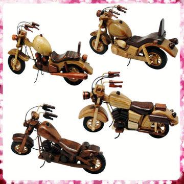 Moto de juguete de madera