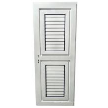 Puerta batiente de medio vidrio a medida y persiana exterior.