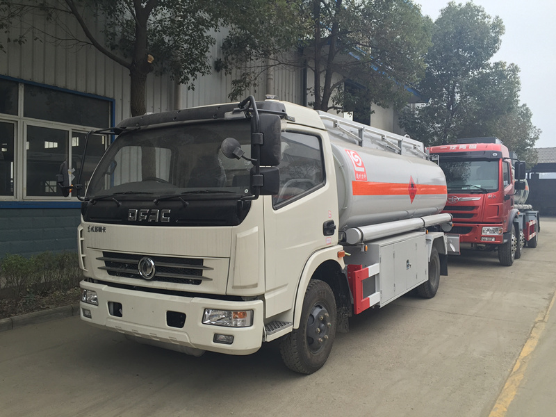 9m³ 4X2 Dongfeng Fuel Tank Truck
