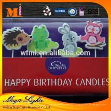 Pastel de cumpleaños de cera en forma de velas con materia prima ecológica