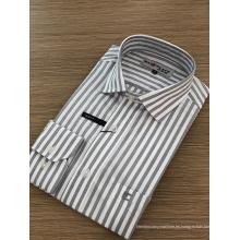 Exquisito bordado camisa masculina de manga larga.