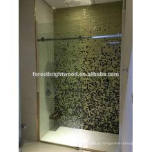 Porta do chuveiro de vidro interior sem moldura para banheiro do hotel