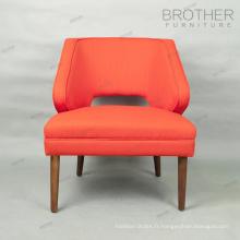 Chaise de loisirs moderne en tissu rouge cadre en bois dans le salon et l'hôtel