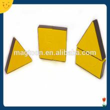 Jouet triangulaire magnétique personnalisé