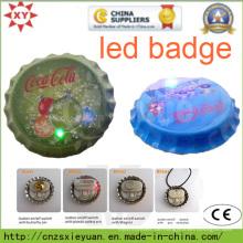 Neue Karotten-Flaschen-Kappe LED-Knopf-Pin-Abzeichen mit kundenspezifischem Firmenzeichen
