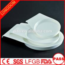 2015 nouvelle conception haute qualité en porcelaine blanche ronde plaque profonde avec la main