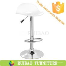 Современный прозрачный белый акриловый шарнирный барный стул с хромированной основой оптом