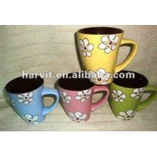 Taza cerámica de 12 onzas con color sólido y decoración