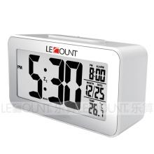 Relógio de mesa de sensor de luz com mostrador de formato de temperatura selecionável (CL157)