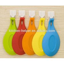 Высокое качество самых продаваемых силиконовые кухонные принадлежности суп держатель ложкой