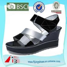 Zapatos de la sandalia del alto talón de las mujeres modernas gruesas exclusivas