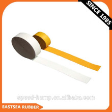 Cinta adhesiva de señalización vial de polímero blanco o amarillo