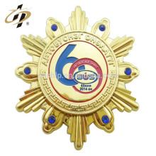 Finamente processado de alta qualidade liga de zinco floco de neve de ouro em forma de estrela de metal badge pino de segurança