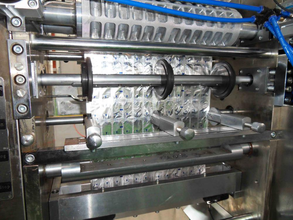 sealing roller and cutter of strip packing machine