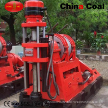 Маленький Трактор Устанавливаются Глубокие Скважины Оборудование Для Бурения Скважин