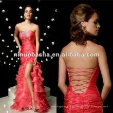 Elegante vestido de noiva de cetim de fita longa e lisa