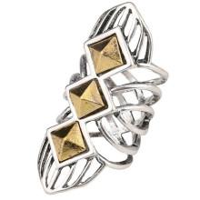 Модное кольцо из бисера