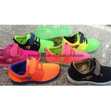 Sapatas de injeção de lona superior de malha, sapatas do esporte com OEM, calçados casuais de calçados de crianças